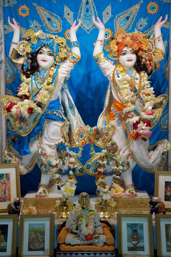 ISKCON New Govardhan Deity Darshan 08 Dec 2016 (13)