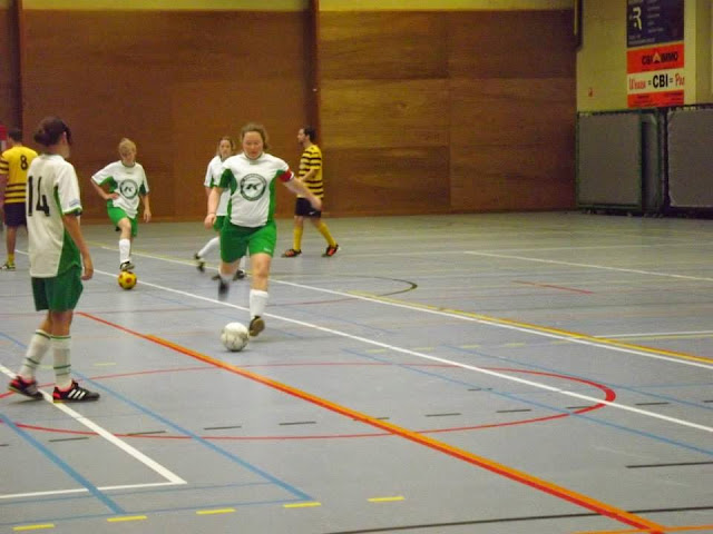 Machelen damesvoetbal http://www.dekartoesjkensmachelen.be