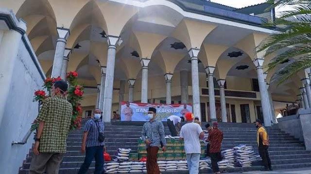 Marbot Masjid di Kota Kediri Menerima Bantuan Paket Sembako PPKM Darurat