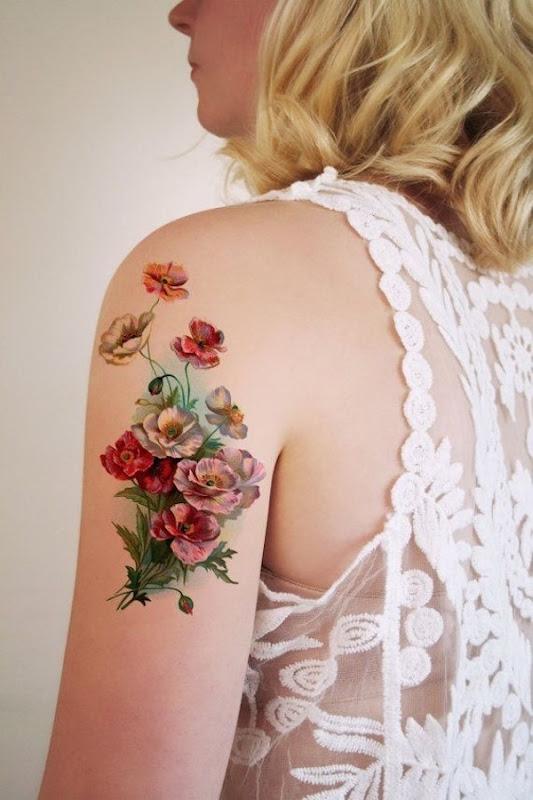 realista_flores_braço_de_tatuagem
