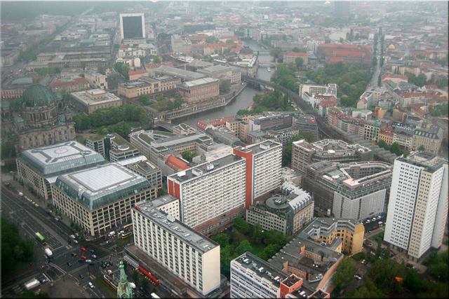 Berliner Dom e Isla de los Museos vistos desde Fernsehturm - Berlín'10