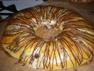 Daring Bakers: Filled Meringue Coffee Cake