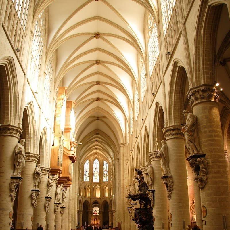 Brussels_176 Cathedral Interior.jpg