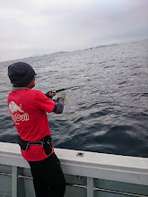 """Photo: ええーっ!またまたヒットの""""こいとさん""""! 「水深95m、ここもフラットな海底、慌てずに!」"""
