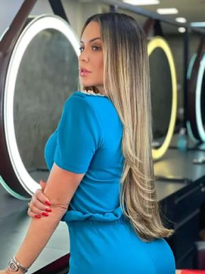 Denise Dias muda o  visula para melhor