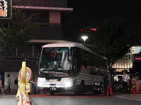 国際興業「しもきた号」 ・843 新宿高速BT入線