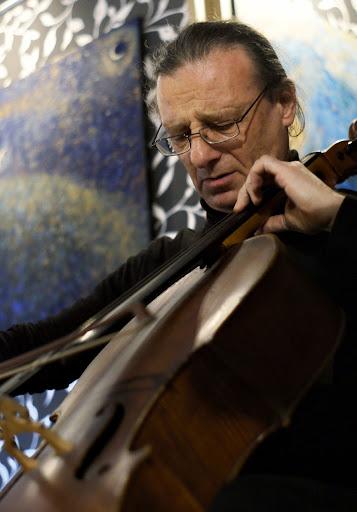 Лауреат международного конкурса Михаил Яковлев (виолончель). Кликнуть для увеличения