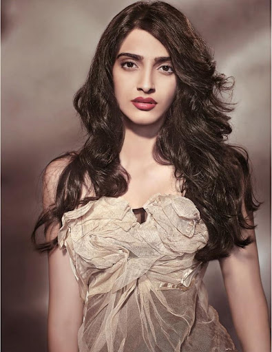 new wallpapers of sonam kapoor. Sonam Kapoor Wallpapers