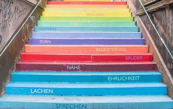 Treppe Regenbogen.jpg