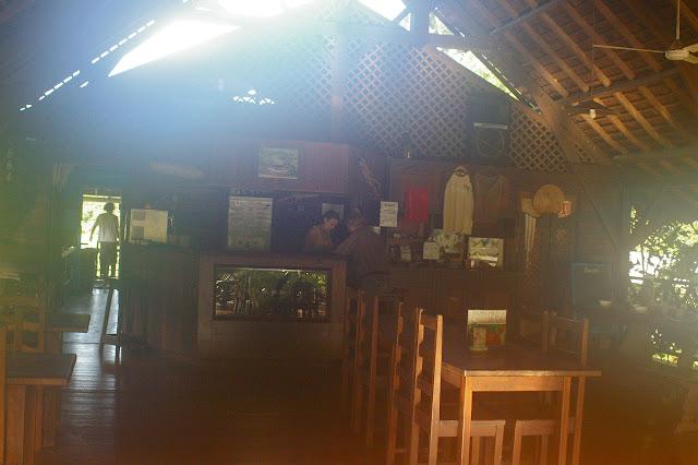 Le restaurant de l'Auberge des Orpailleurs (Guyane). 29 novembre 2011. Photo : J.-M. Gayman