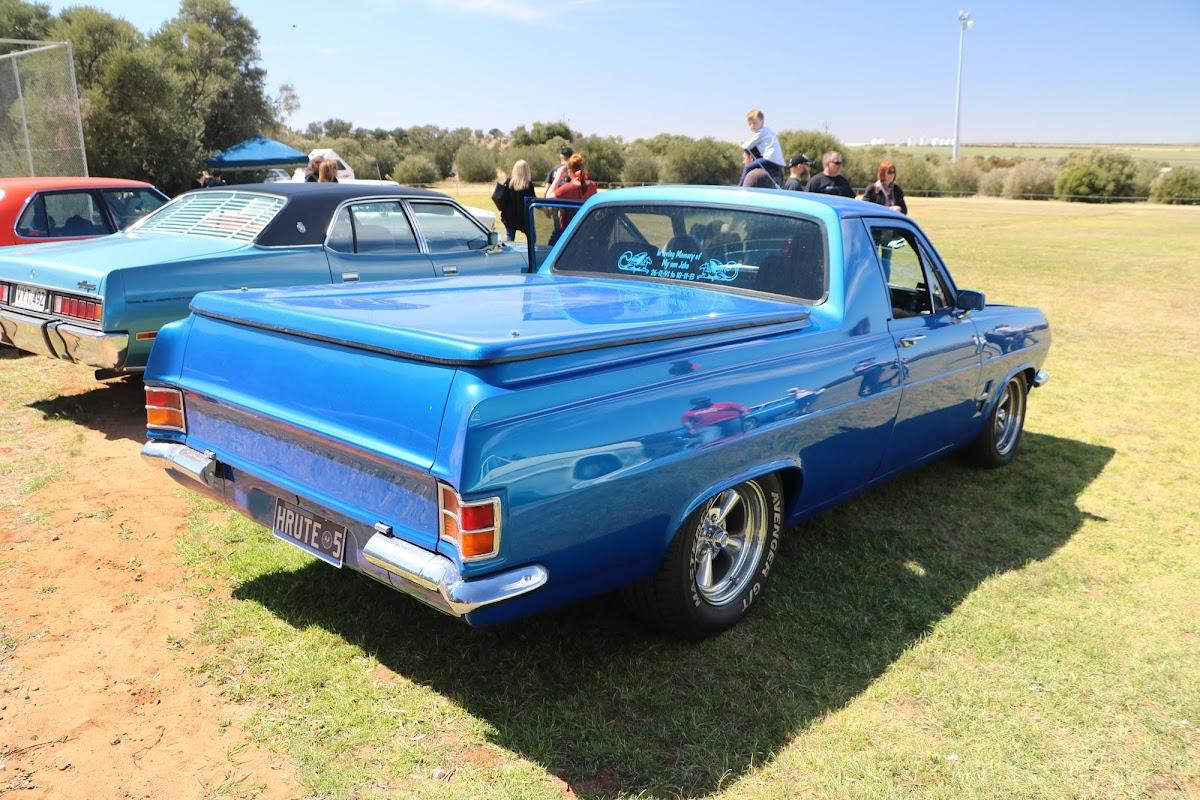 Holden HR Ute.jpg