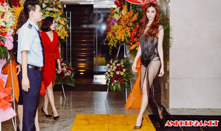 Khánh My táo bạo diện váy mỏng tang, khoe vòng 3 trong sự kiện