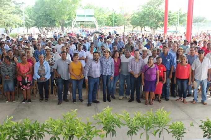 CARLOS CALVO Y TITULAR DE LA SAGyP ENTREGAN APOYOS A PRODUCTORES AGRÍCOLAS Y GANADEROS