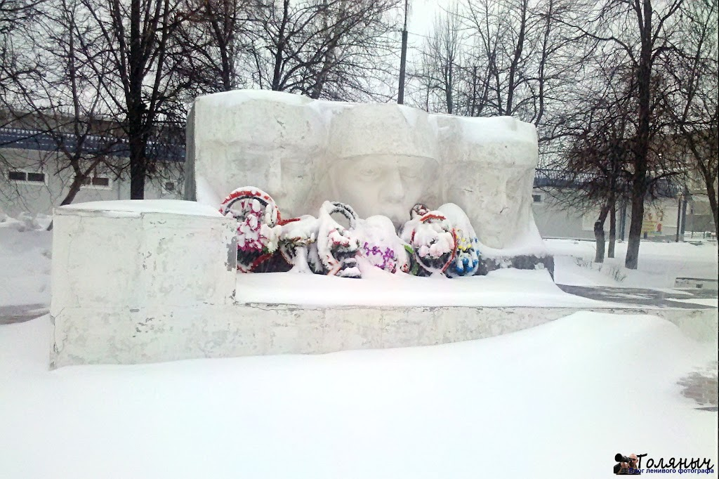 Фрагмент памятника погибшим воинам