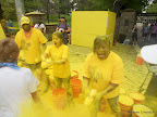Those are some YELLOW volunteers!