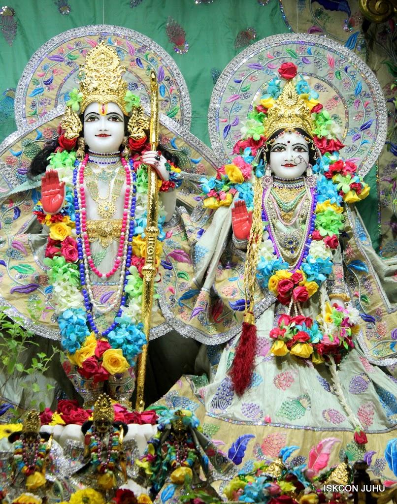 ISKCON Juhu Sringar Deity Darshan on 26th Aug 2016 (63)