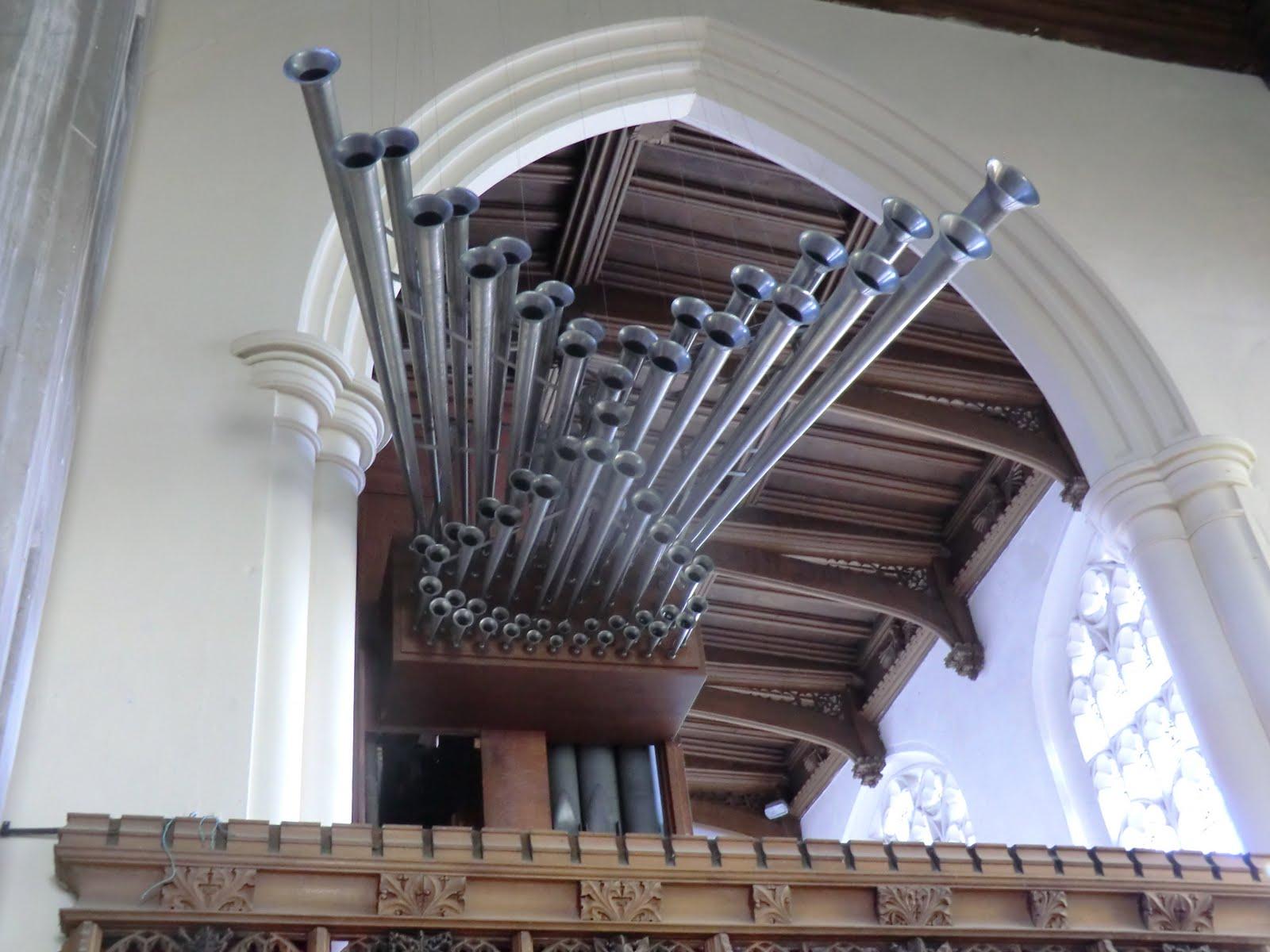 CIMG9784 Trompeta Real organ pipes, Saffron Walden church