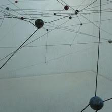 Nodos. instalación +acción colectiva, cerámica y hilo. 2012