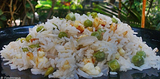 Peas Pilaf with Crunchy Cottage Cheese
