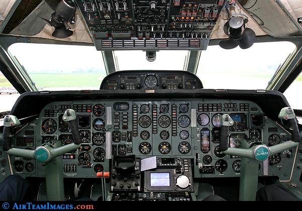 Кабина самолета Як-42