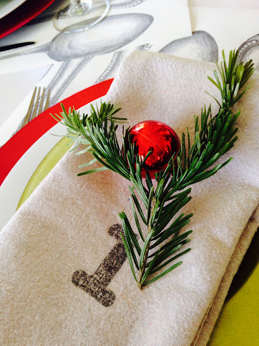 painters drop cloth numbered napkins, red and lime green tablescape