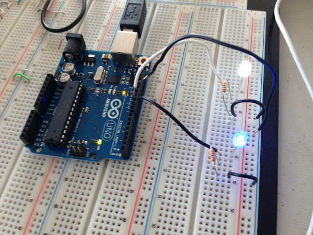 LED2 개 연결