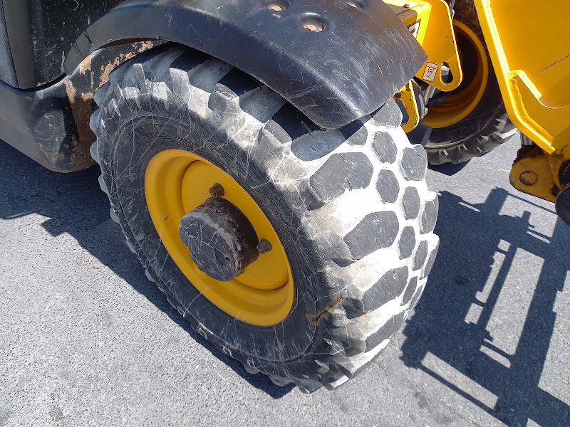Picture of a JCB 527-58