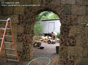 idée : création d'un mur autoportant en sphaigne avec un arche