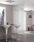 porte scorrevoli tra cucina e soggiorno per separare e unire due ambienti, la trave superiore può essere inserita nel controsoffitto.