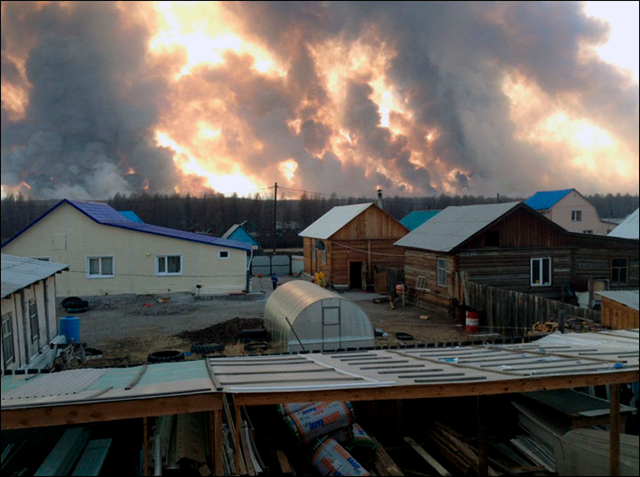 A wall of smoke and fire looms over a village in Buryatia, Siberia, 11 May 2016. Photo: Vkontakte / Siberian Times