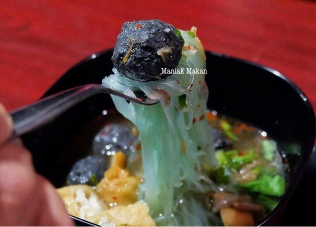 maniak-makan-bakso-jagrag-solo-bakso-hitam-pertama-di-solo