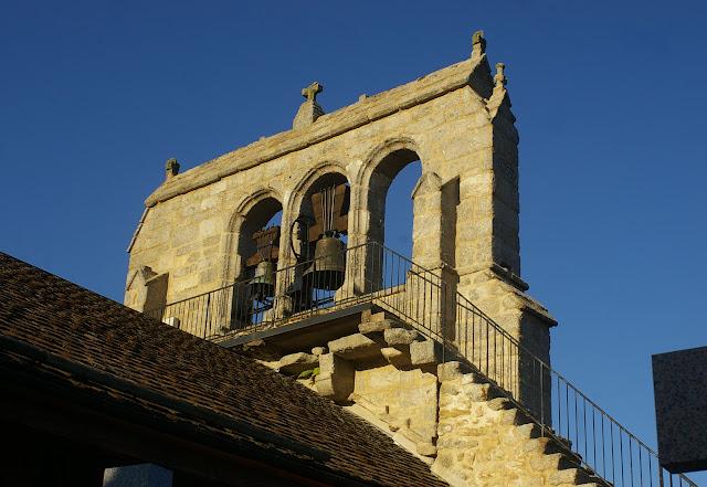 Superbe clocher (daté de 1797) de l'Église de Fau-de-Peyre (Lozère), 21 août 2009. Photo : J.-M. Gayman