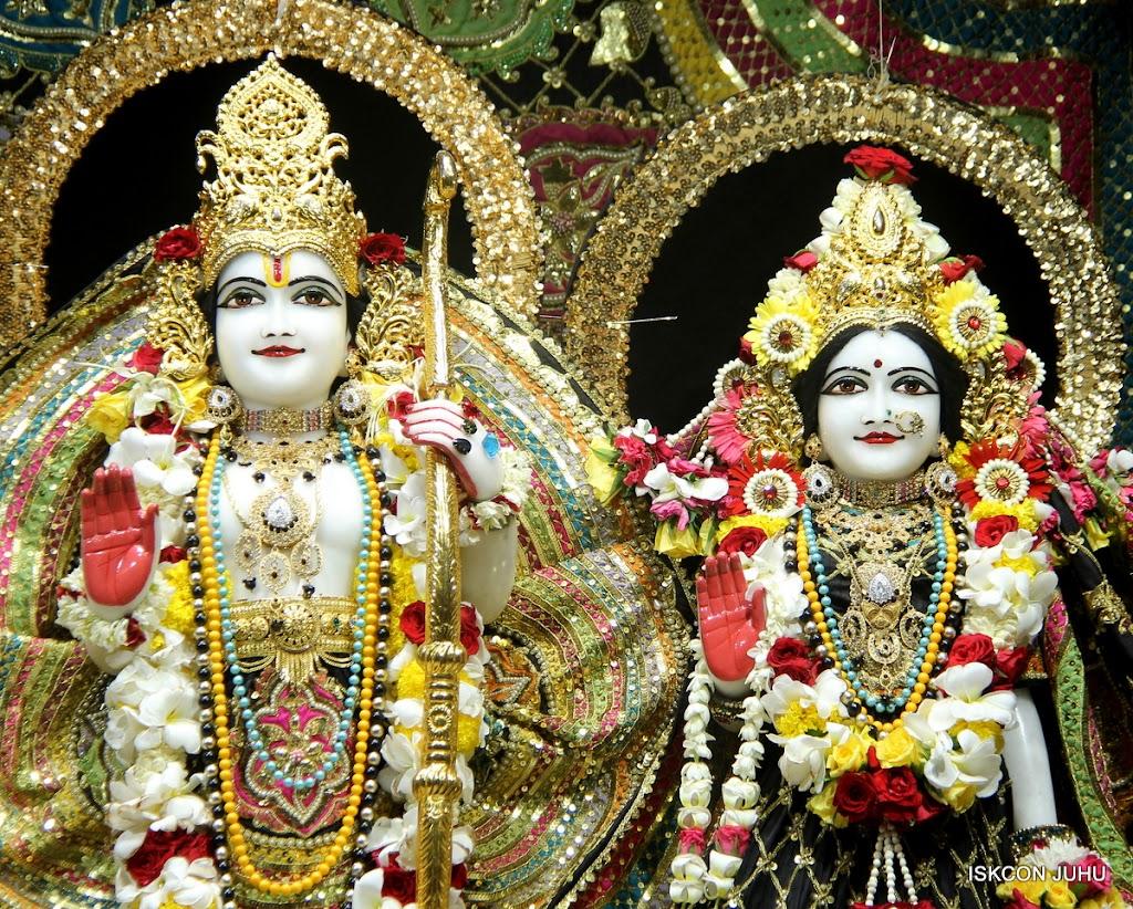 ISKCON Juhu Sringar Deity Darshan on 28th May 2016 (33)