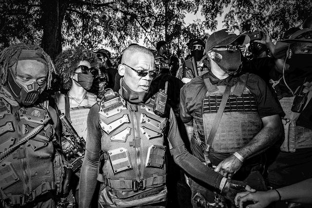 El hombre que fue DJ y ahora lidera la mayor milicia afroamericana de EE UU