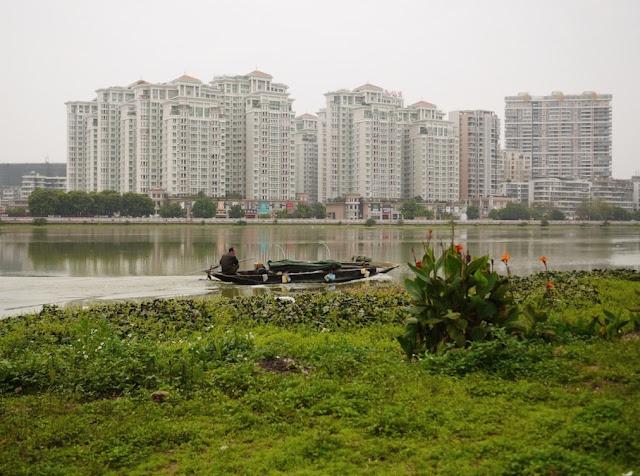 boat speeding down the Rongjiang North River in Jieyang