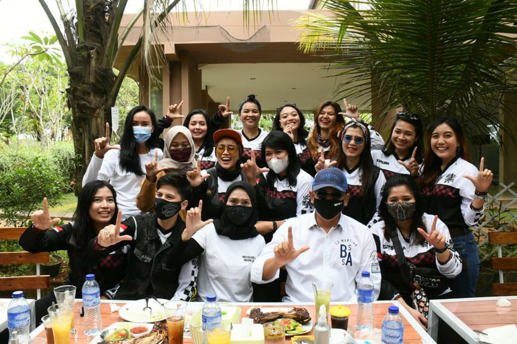 Ngobras bareng Lady Bikers, Bamsoet Ajak Jadi Relawan Empat Pilar MPR RI