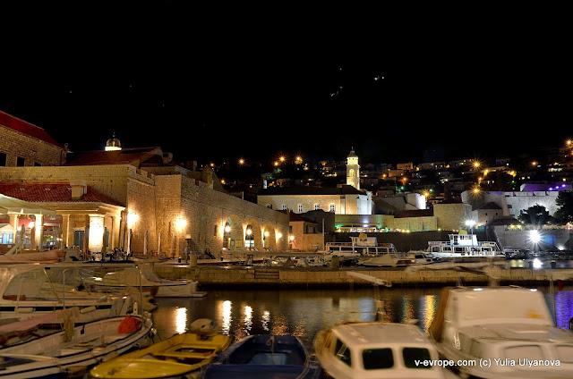 Набережная в Дубровнике ночью