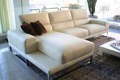 divano in offerta outlet modello Diamante in pelle, particolare penisola con ripiano portariviste.JPG
