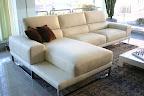 divano in offerta outlet modello Diamante in pelle, particolare penisola con ripiano portariviste