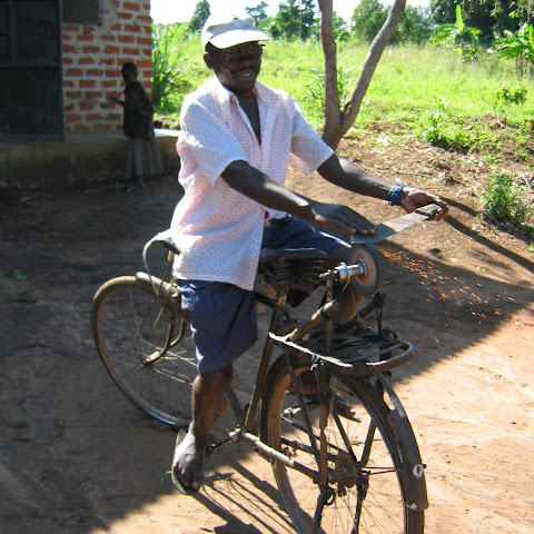 Sharpening machettes on an adapted bike with a sharpening stone