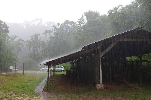 Pluie sur Auberge des Orpailleurs (RN2), 27 octobre 2012. Photo : J.-M. Gayman