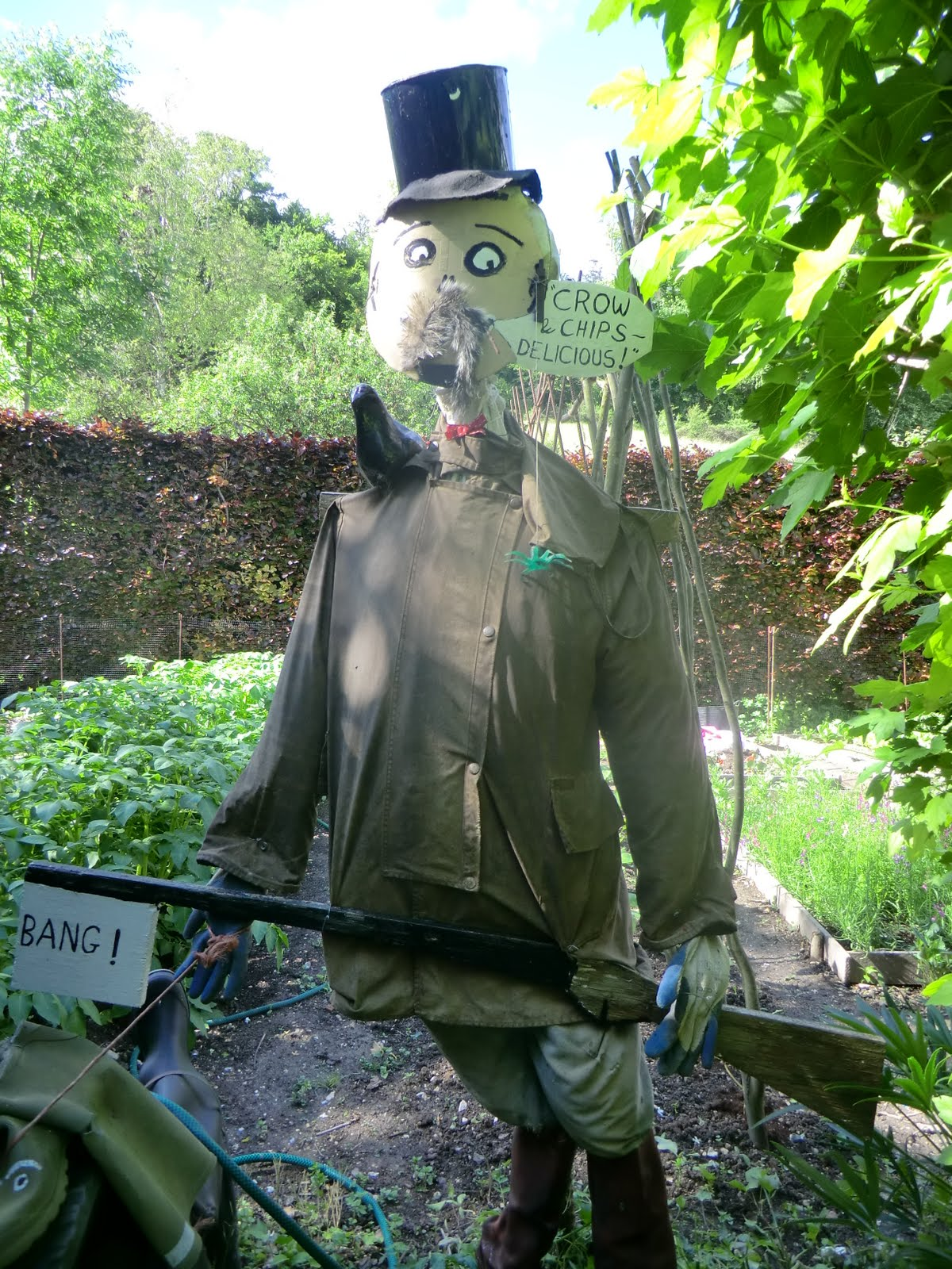 CIMG2968 Scarecrow at Chalk Hills farm, Whitchurch