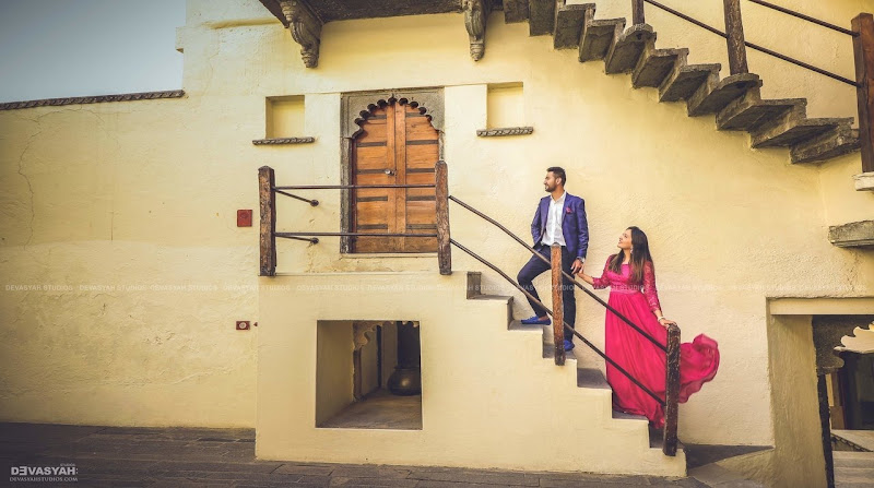 Most amazing Poses for pre-wedding photo shoot