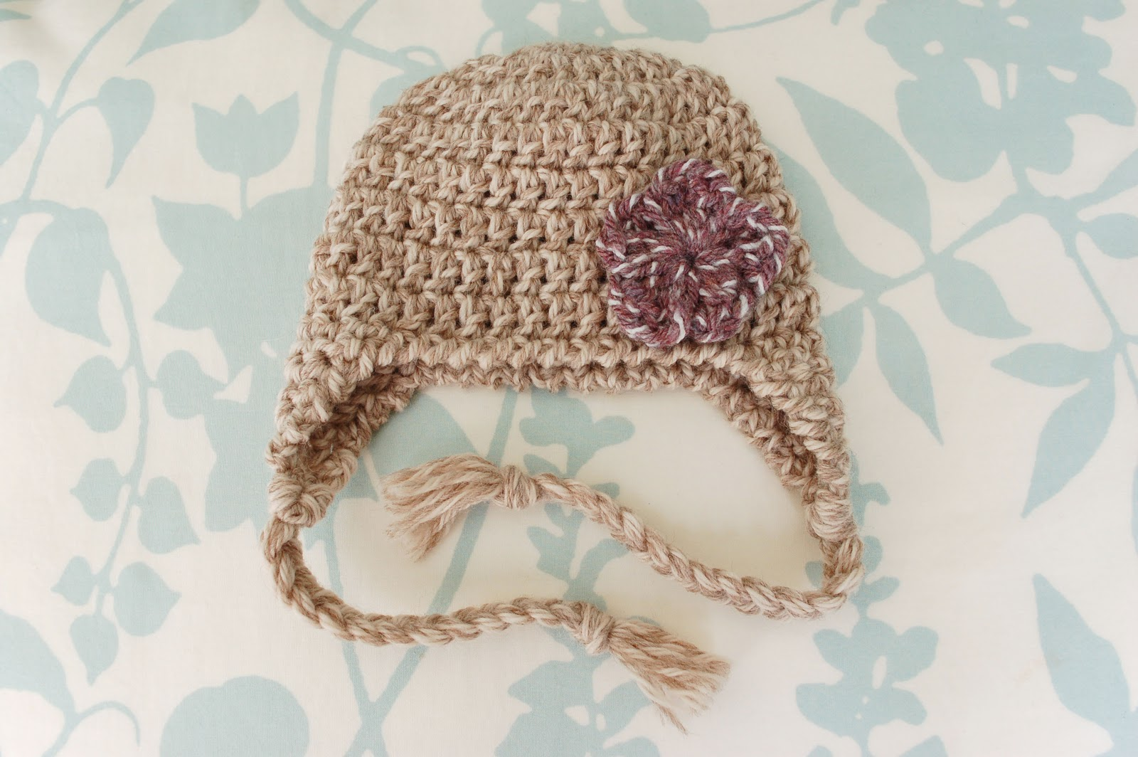 Free Crochet Pattern For A Newborn Hat : Alli Crafts: Free Pattern: Earflap Hat Newborn Old Version
