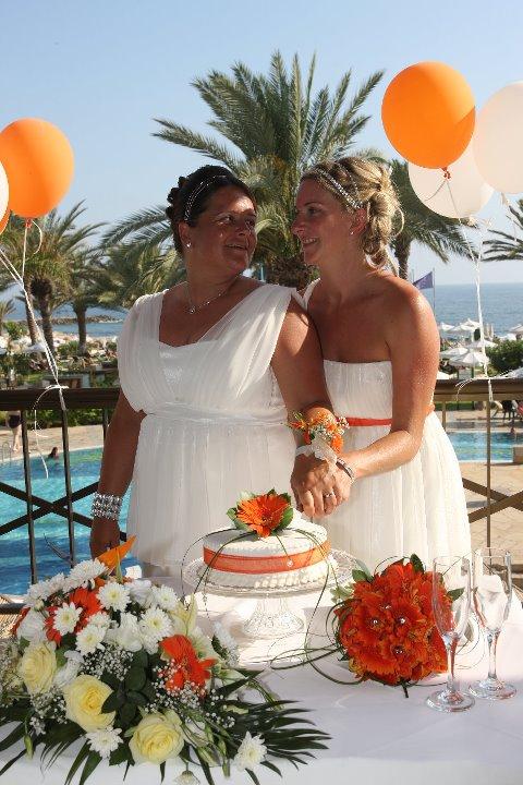 Gay Wedding Gallery - 262548_10150285208862235_2174022_n.jpg