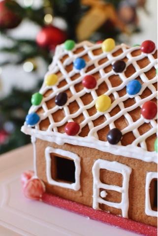cooking-gingerbread-house-ikea-christmas-natal