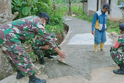 TNI Turut Andil Dalam Pengecoran Jalan Desa