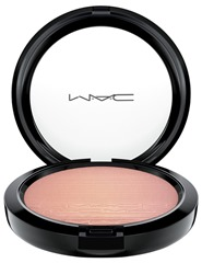 mac-inthespotlight-extradimensionskinfinish-beamingblush
