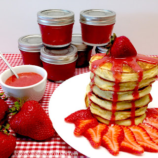 Fluffy Pancakes with Strawberry Sauce – Keto, Low Carb & Gluten Free Recipe