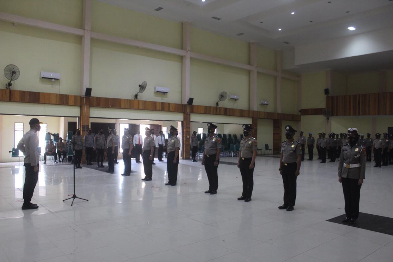 Kapolres Soppeng Pimpin Upacara Koorps Raport Kenaikan Pangkat 50 Personil